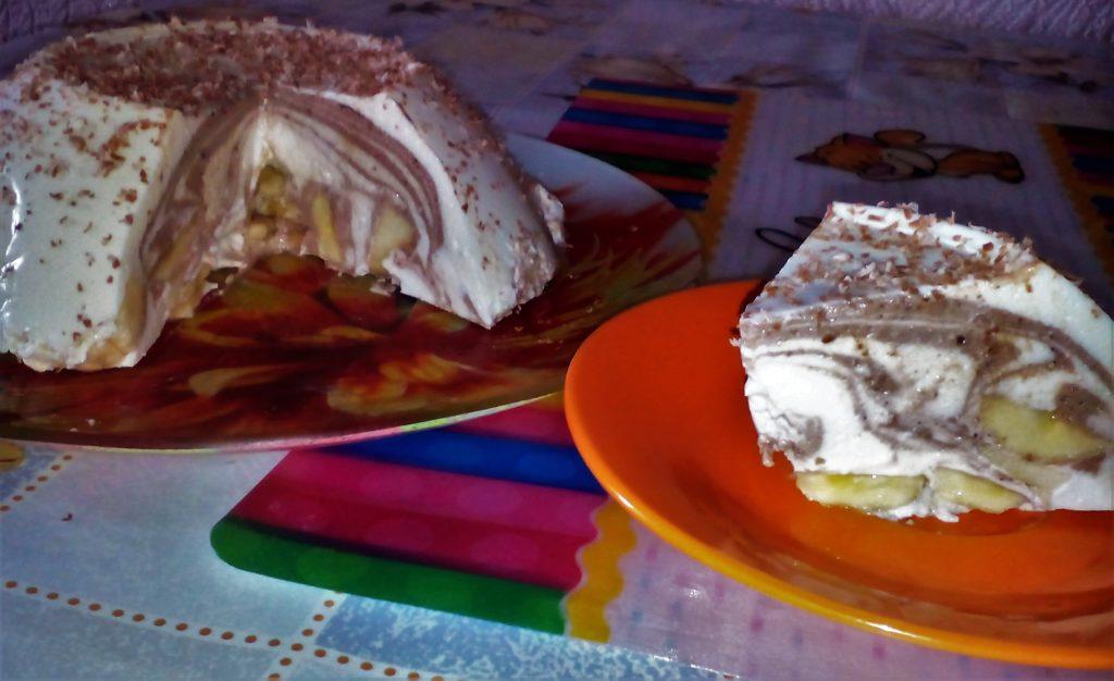 Творожный десерт с желатином и фруктами.
