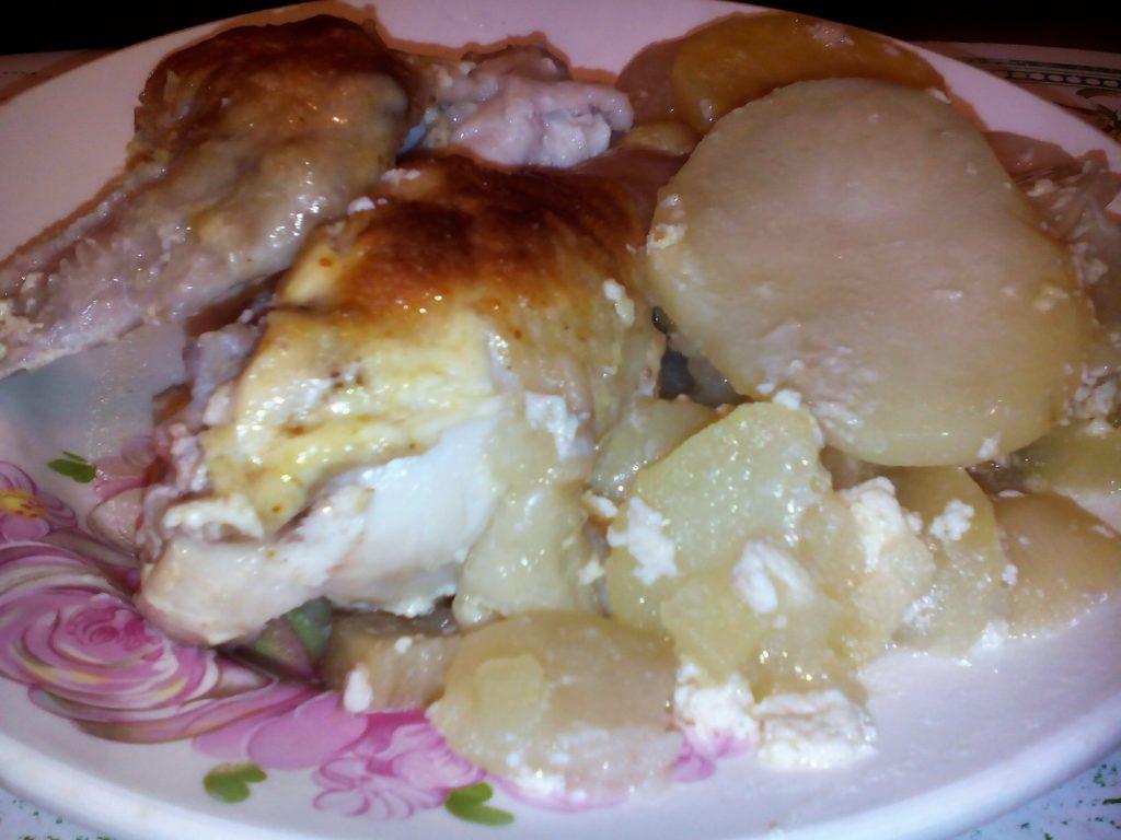 Курица с картошкой в духовке с майонезом и чесноком: рецепт с фото.