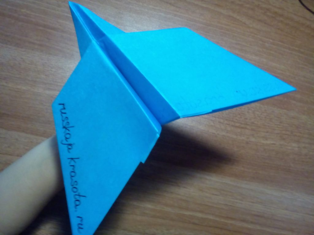 Как сделать из бумаги самолет который похож на настоящий