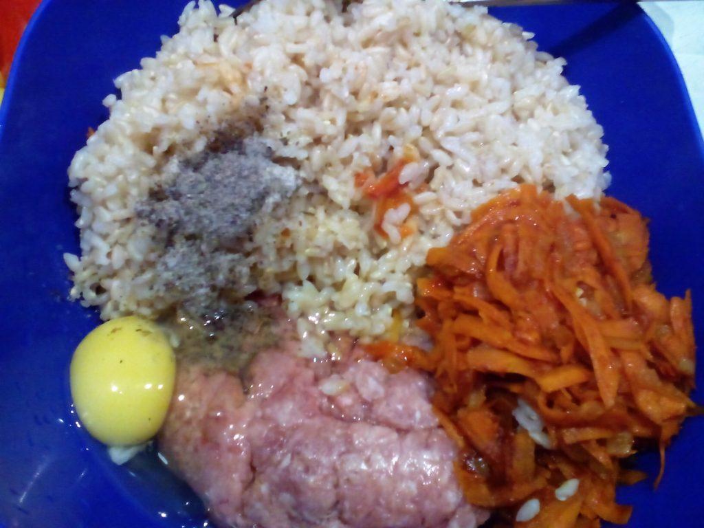 Фаршированные перцы с фаршем и рисом: пошаговый фото-рецепт.