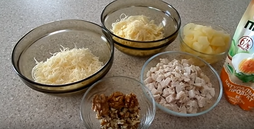 Салат с курицей ананасом и сыром и орехами рецепт с фото пошагово