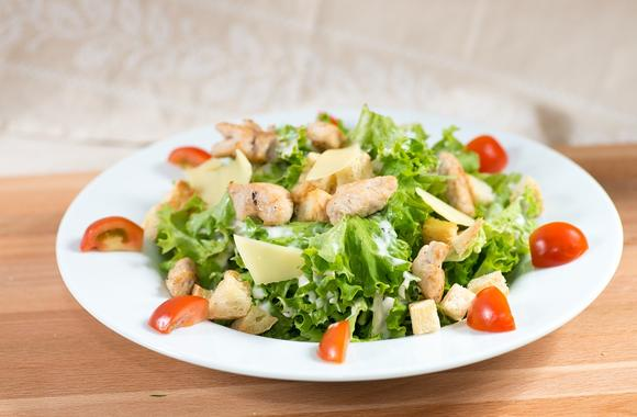 """Салат """"Цезарь"""" с курицей - классический простой рецепт"""