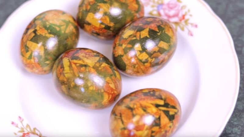 мраморные яйца с зеленкой