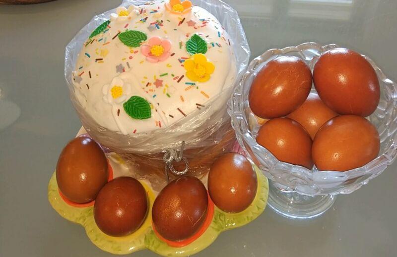 как покрасить яйца шелухой
