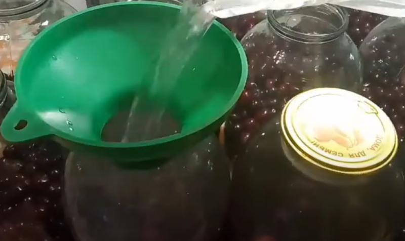 вишневый компот на зиму